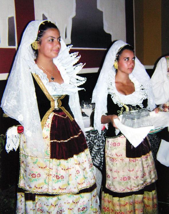 Хороши сардинские красотки!