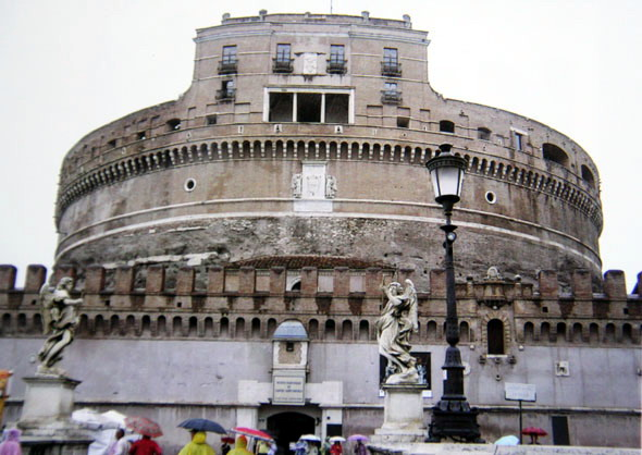 В Замке Святого ангела сидели папы