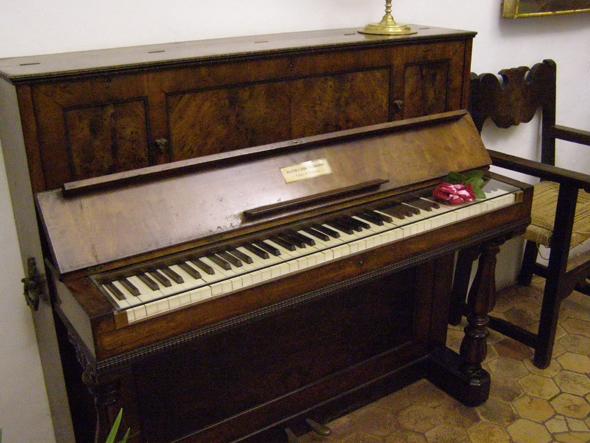 «Местное» пианино – то самое!