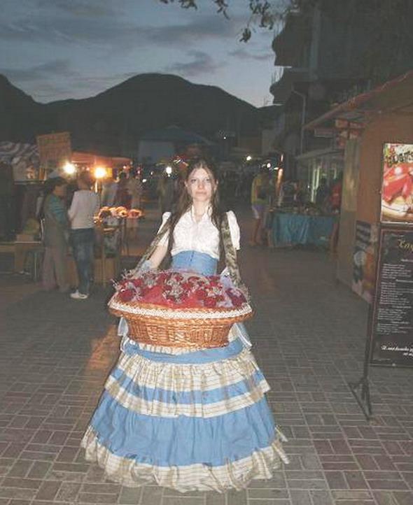 Уличная торговка с цветами
