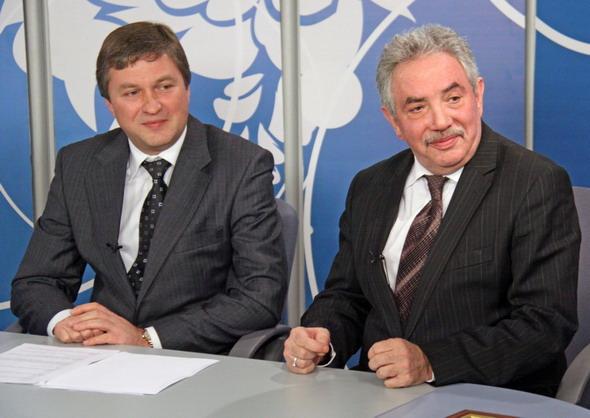 Фото В. Нестерова: В. Азаров и Э. Сагалаев в прямом эфире