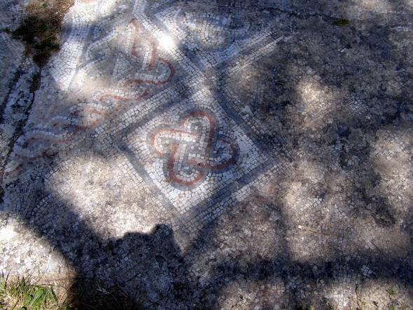 Мозаика в траве