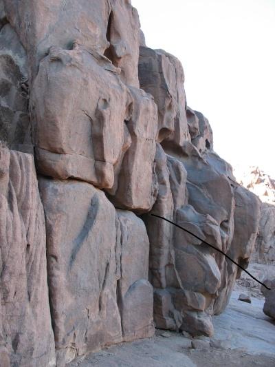 Облизанные ветром скалы
