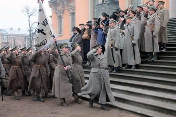 К торжественному маршу