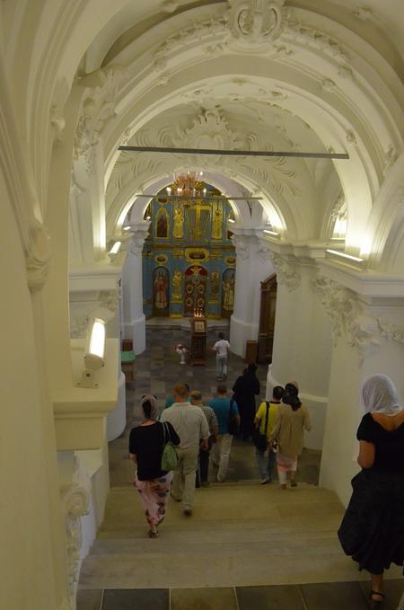 Лестница в подземную церковь